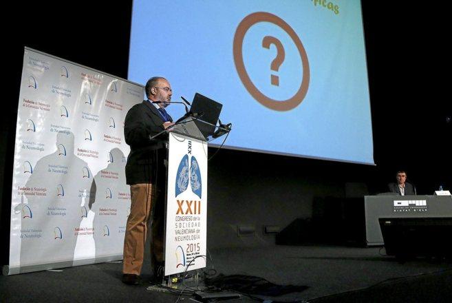 José Ignacio de Granda durante su charla, ayer sábado, en Elche.