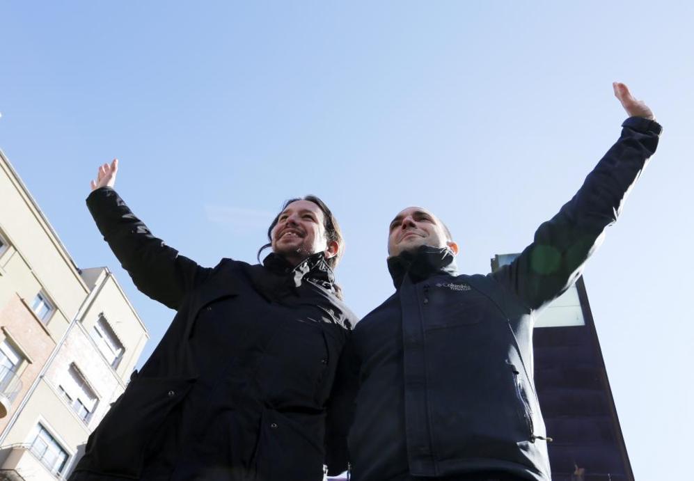 Pablo Iglesias y Luis Alegre, en un acto de Podemos en la Puerta del...