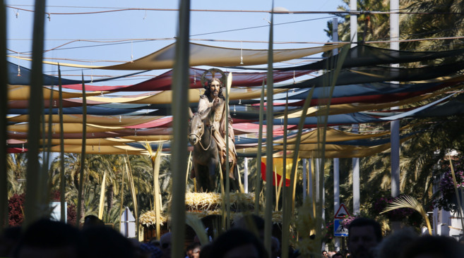 El Pas de la Burreta, este sábado por las calles de Elche.