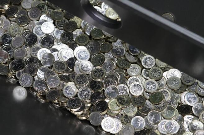 Vista de monedas de un euro durante un evento de la casa de la moneda
