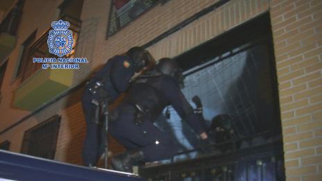Agentes de la Policía Nacional detienen a anarquistas