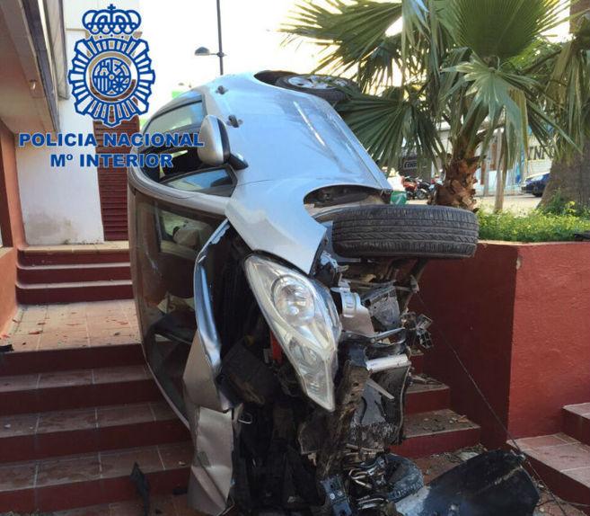 Estado en el que quedó el coche después de que el propio ladrón...