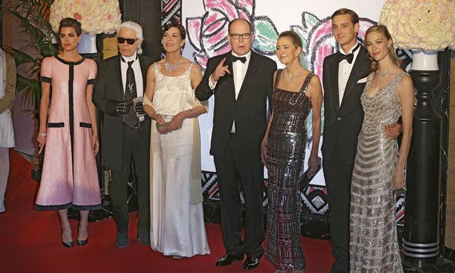 Charlotte Casiraghi, Karl Lagerfeld, la princesa Caroline, Albert II...