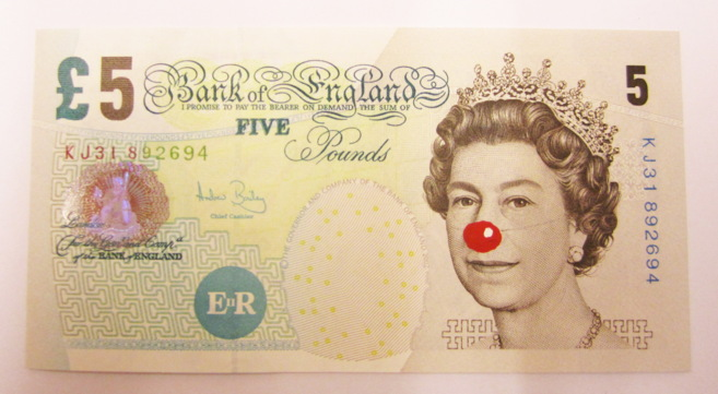 'Five Pound Bill with Red Nose' (billete de cinco libras con...