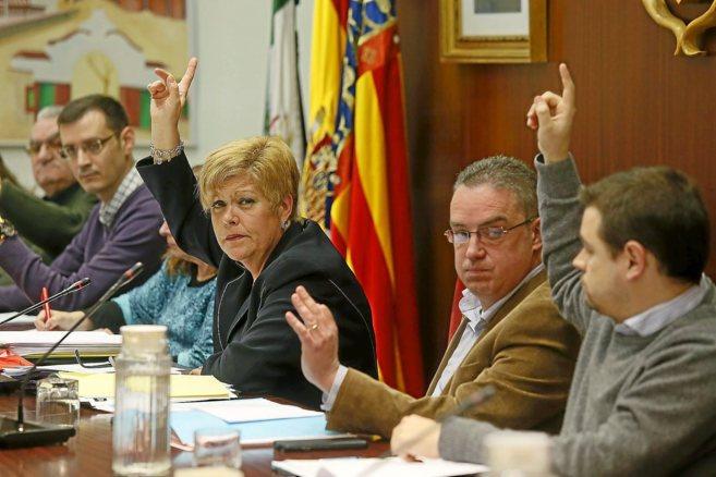 Martínez, junto a Sáez (d) en el momento en el que se rechazó la...