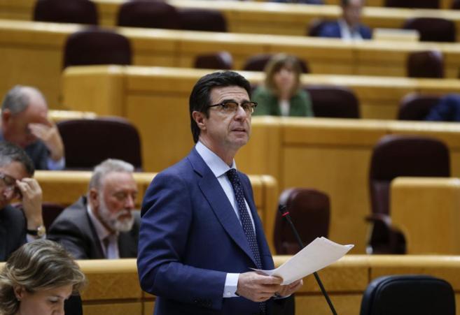 El ministro de Industria, José Manuel Soria, durante una sesión de...