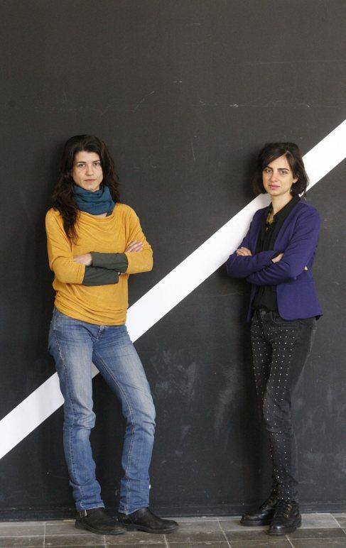 Mercè Moreno y Elsa Soro en las oficinas de Goteo en Barcelona.