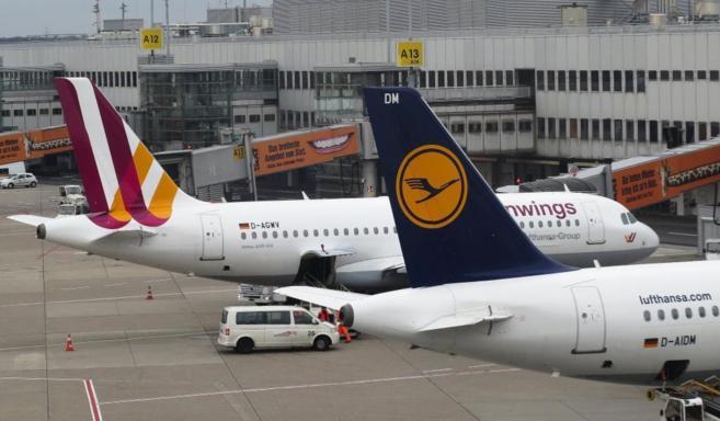 Aviones de Lufthansa y Germanwings en el aeropuerto de Düsseldorf