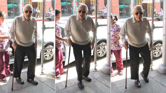Kirk Douglas, a su llegada este lunes a una revisión médica.