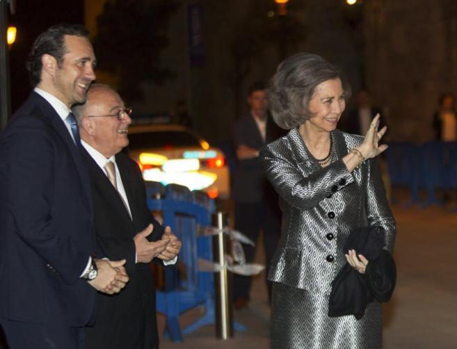 La reina Sofía junto al presidente del Gobierno Balear, José Ramón...