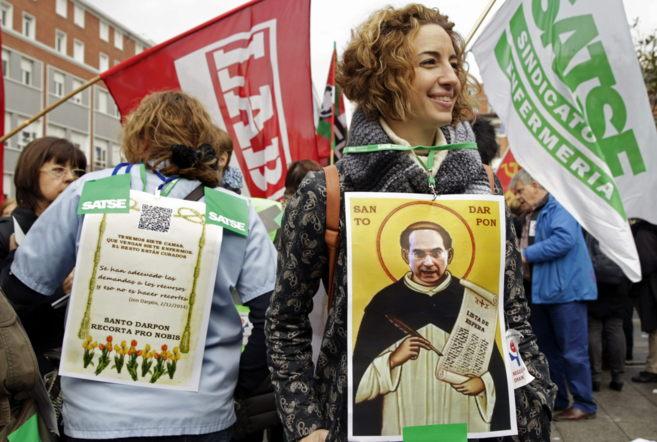 Delegados sindicales, con carteles contra Darpón en una huelga...