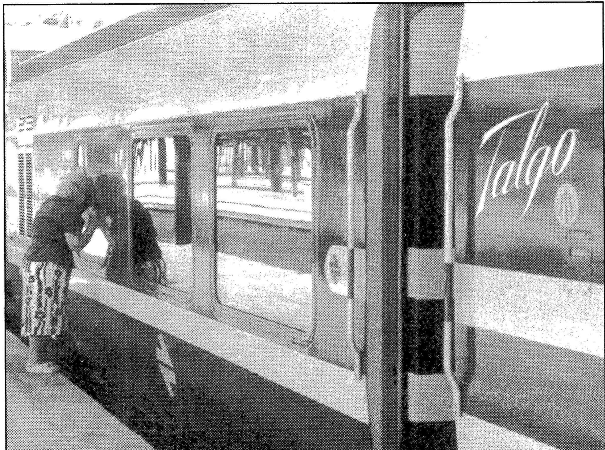 Tren parado en estacion - 5 7
