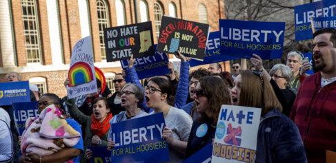 Protestas en Indianápolis contra la ley impulsada por Mike Pence