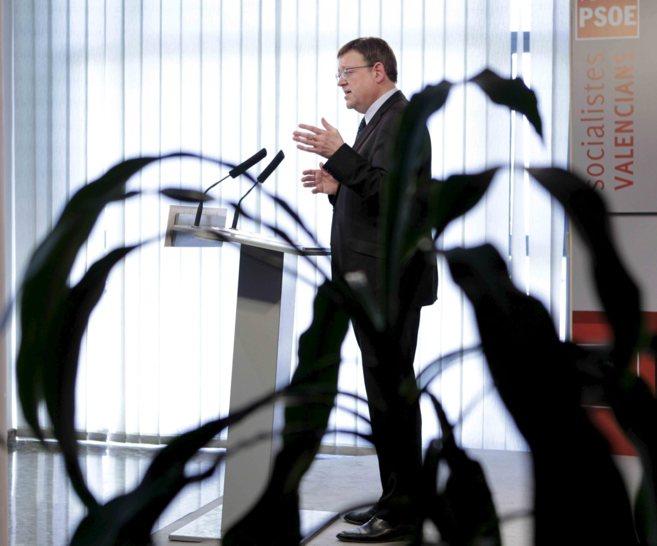 El secretario del PSPV, Ximo Puig, ayer en rueda de prensa.