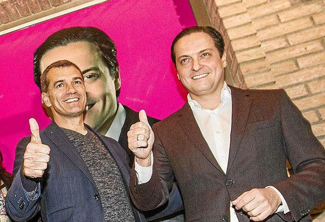 Cantó y David Devesa en la inauguración de la sede de la campaña de...