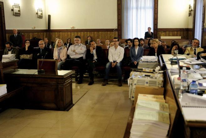 Los acusados, en la primera vista del juicio.