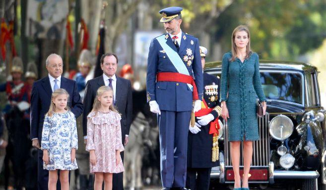 La Infanta Sofía, la Princesa Leonor y sus padres, los Reyes, el...