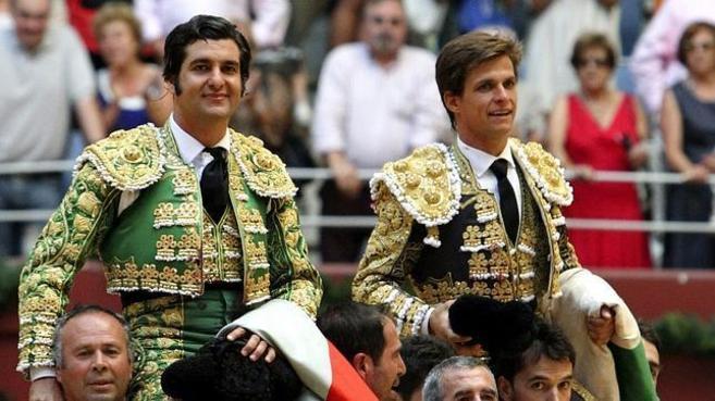 Morante de la Puebla, a hombros junto a El Juli.