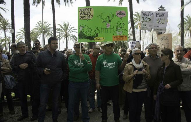 Los manifestantes se han reunido hoy tras última reducción de la...