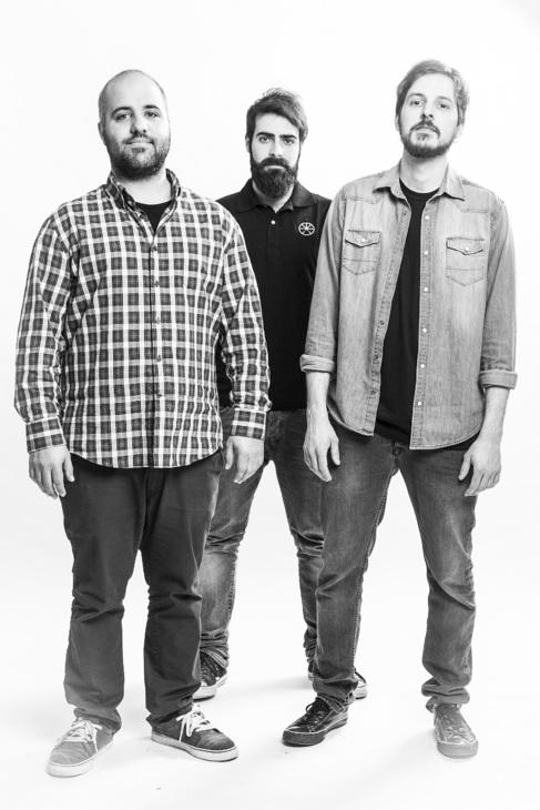 Domingo, Lluís y Miguel, los tres componentes de la banda.
