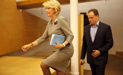 Esperanza Aguirre junto al economista Daniel Lacalle en una imagen de...