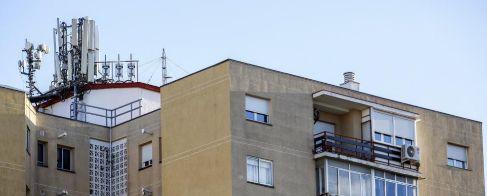 Antenas de telefonía en la calle Butrón 31, en el madrileño barrio...