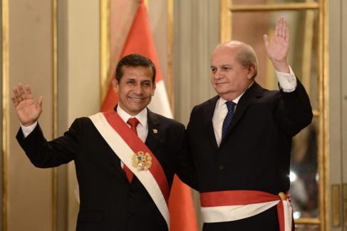 El presidente de Perú, Ollanta Humala (i), y  Pedro Cateriano tras el...
