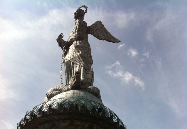 La Virgen del Panecillo.