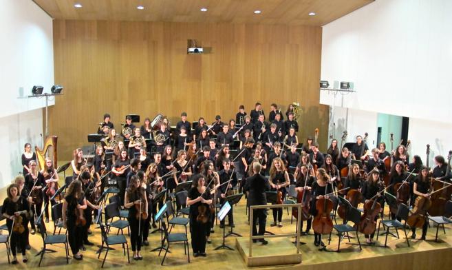 Los integrantes de la Euskadiko Ikasleen Orkestra, durante uno de los...