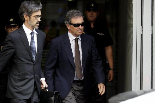 Jordi Pujol Ferrusola (dcha) sale de la Audiencia Nacional el pasado...