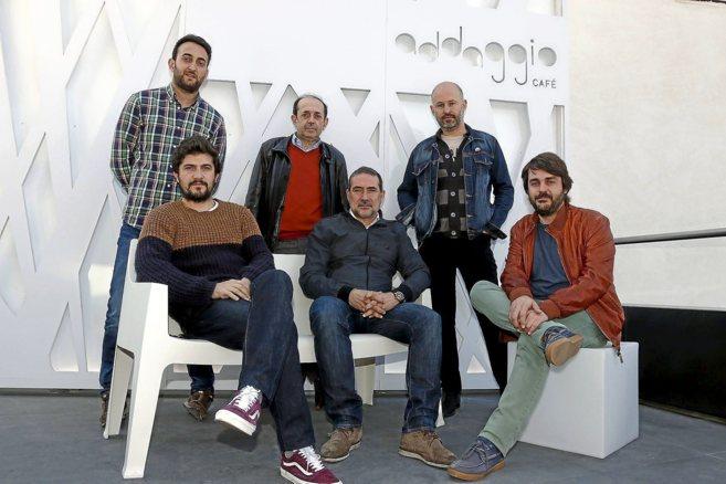 De pie, Juan y Ernesto Huesca junto a Alejandro Tevar, sentados Miguel...