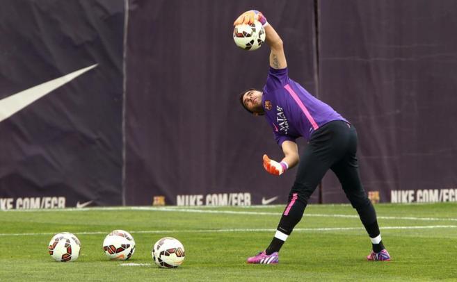 Claudio Bravo, en el entrenamiento previo al Barcelona-Madrid.