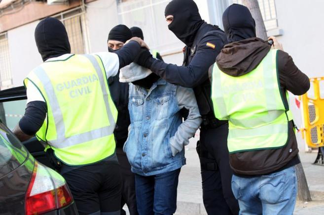 Uno de los gemelos de 16 años detenidos con sus padres en Barcelona...