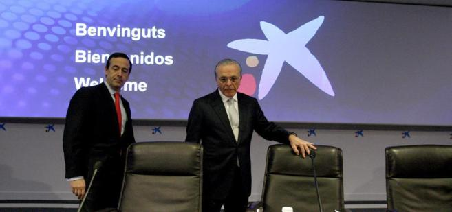El presidente de CaixaBank, Isidro Fainé, junto al consejero delegado...