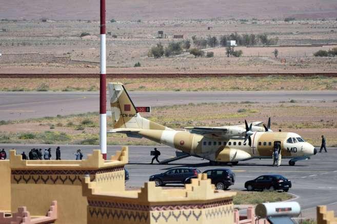 Un avión militar del equipo de rescate.