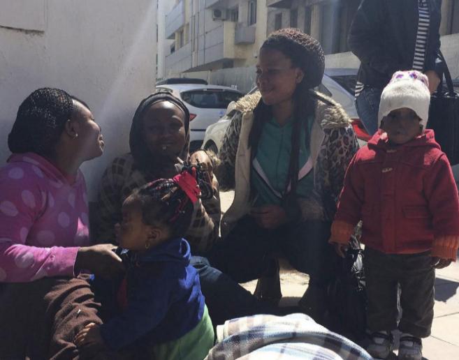 Las nigerianas Richa, Joys y Susan, obligadas a ejercer la mendicidad,...
