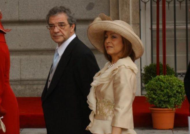 César Alierta y su esposa, Ana Cristina, en la boda de los Reyes.