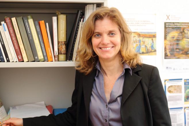 La investigadora Bethany Aram, en su despacho en la Olavide.