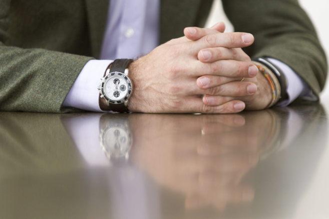 Detalle de las manos del president de las Islas Baleares durante una...