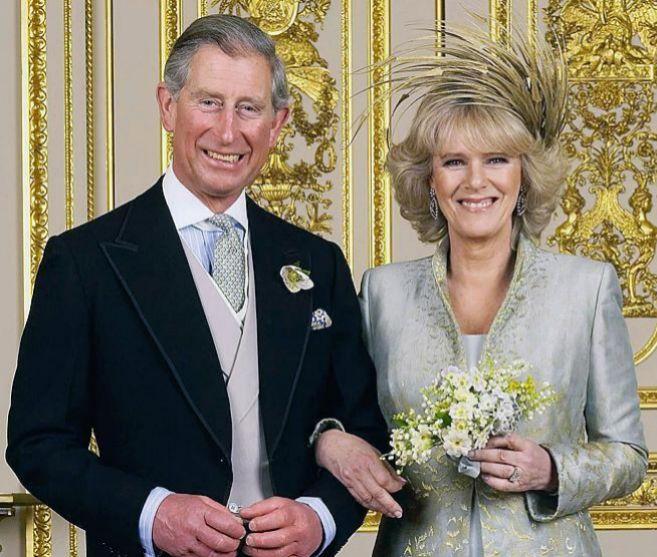 Foto oficial del príncipe Carlos y Camilla Parker Bowles el día de...