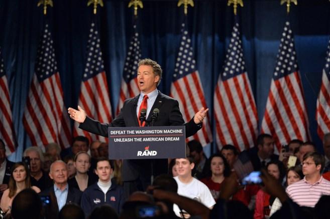 El senador republicano Rand Paul habla en el mítin de inicio de su...
