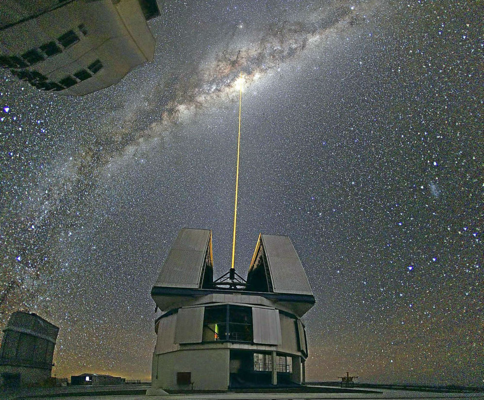 Láser de uno de los telescopios de la ESO en Cerro Paranal, Chile,...