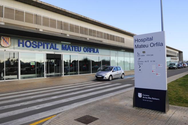 Fachada principal del Hospital Mateu Orfila de Mahón, Menorca.