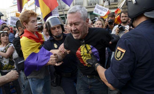 Jorge Verstrynge se manifiesta en contra de la monarquía el día de...