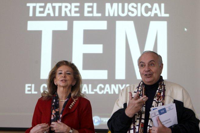 La concejal de Cultura, Mairen Beneyto y el empresario José Luis...