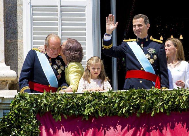 El Rey Don Juan Carlos y Doña Sofía junto al Rey Felipe VI, la Reina...