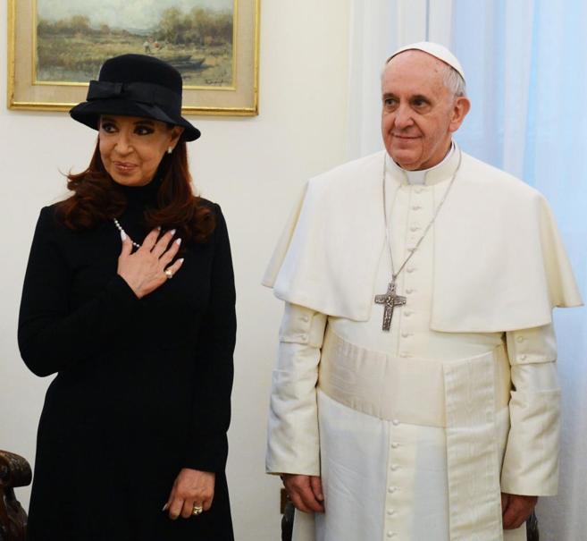 El Papa con Cristina Kirchner en 2013, un día antes de comenzar su...