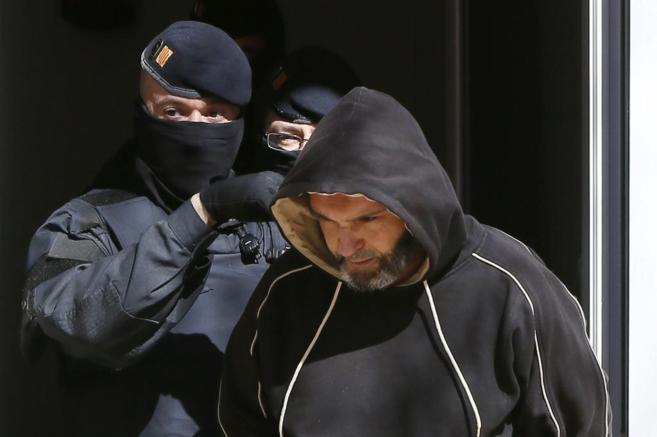 Dos 'mossos' llevan arrestado a uno de los 11 yihadistas detenidos el...