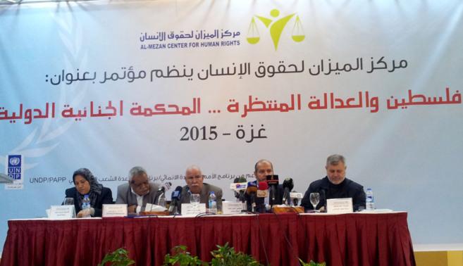 Representantes de las entidades palestinas durante la conferencia...