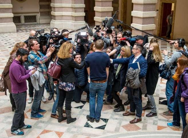 Max Schrems atiende a los medios en Viena.